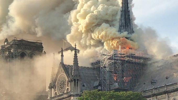 Arde en llamas Notre-Dame de París