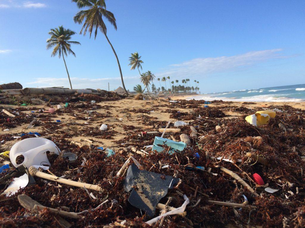En Filipinas se pesca más plástico que peces.